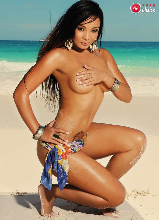 Carol Nakamura pelada na revista Sexy